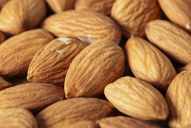 almond-min
